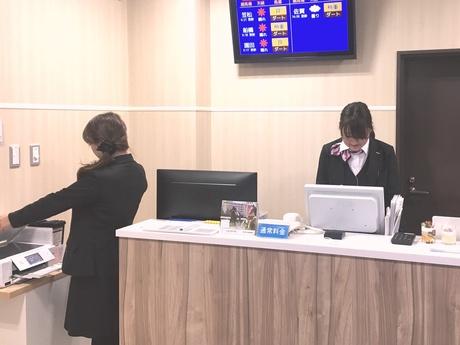 週2~OK!可愛い制服あり名古屋競馬場の有料席の受付・案内スタッフ。